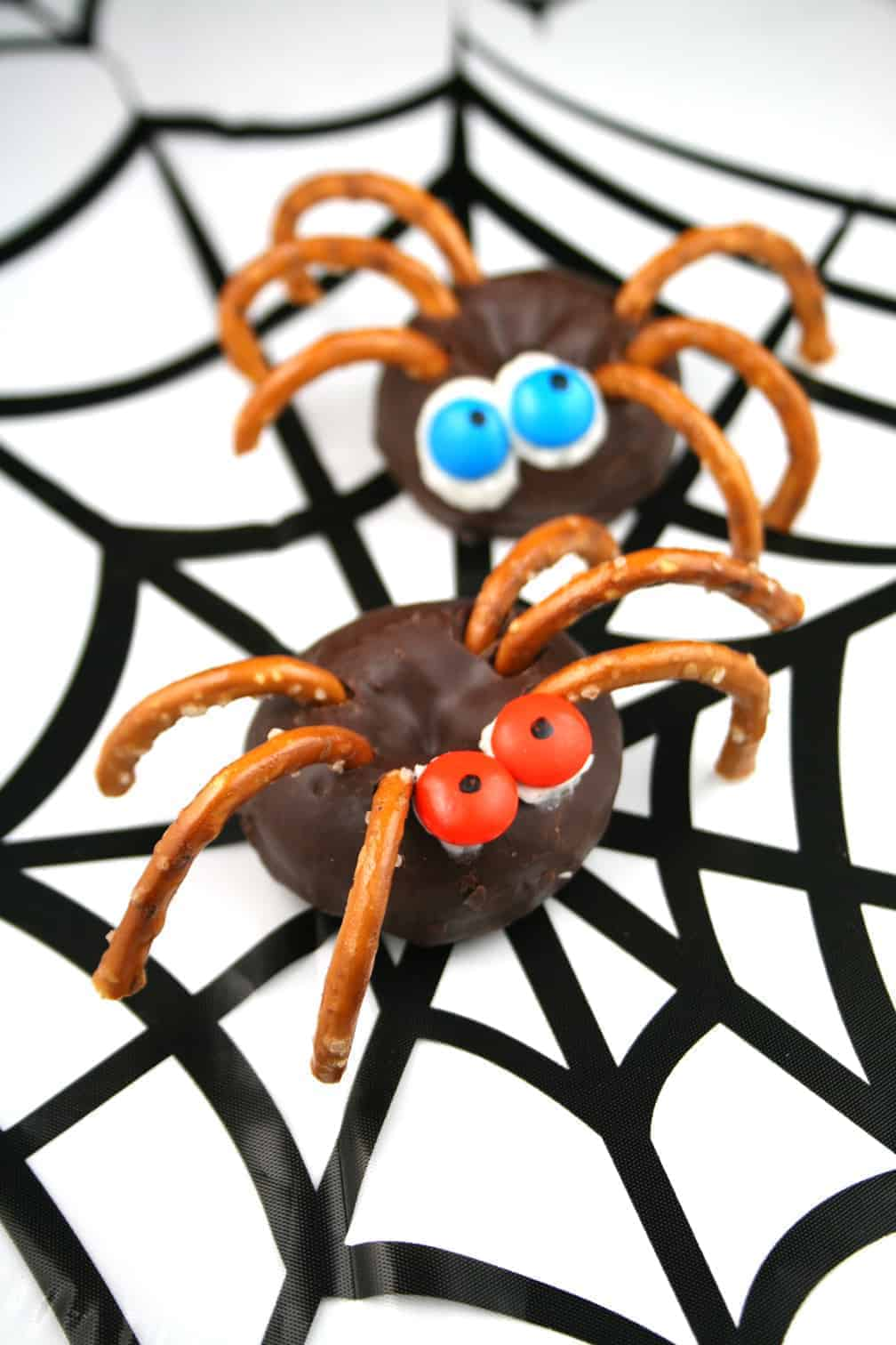 heres a halloween treat the kids can make my 9 year old son and 12 year old daughter made these halloween spider donuts so easy and fun to eat - Halloween Spider