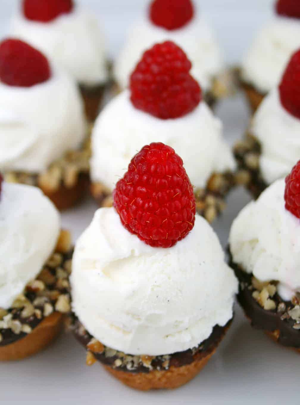 Mini Ice Cream Cookie Cups - Mom Loves Baking