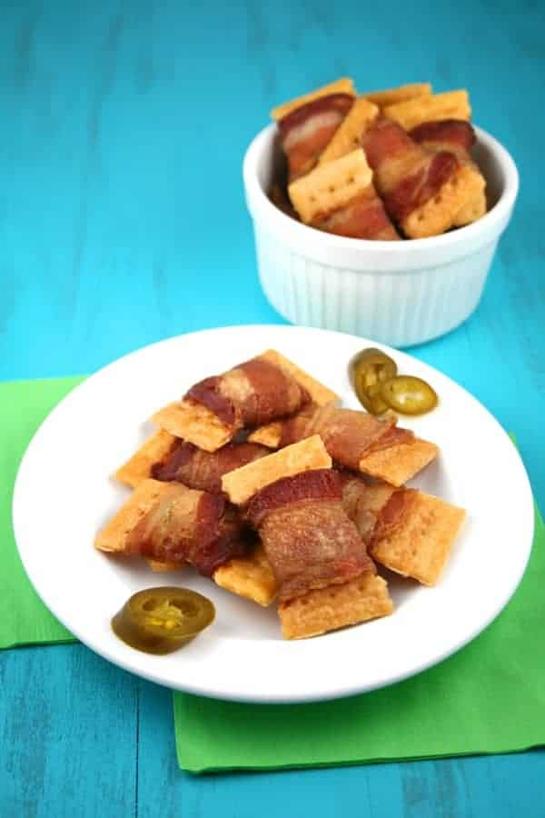 3-Ingredient-Bacon-Jalapeno-Crackers-2