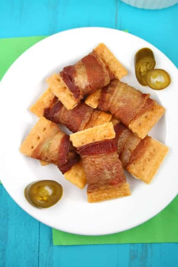 3-Ingredient-Bacon-Jalapeno-Crackers-Plated