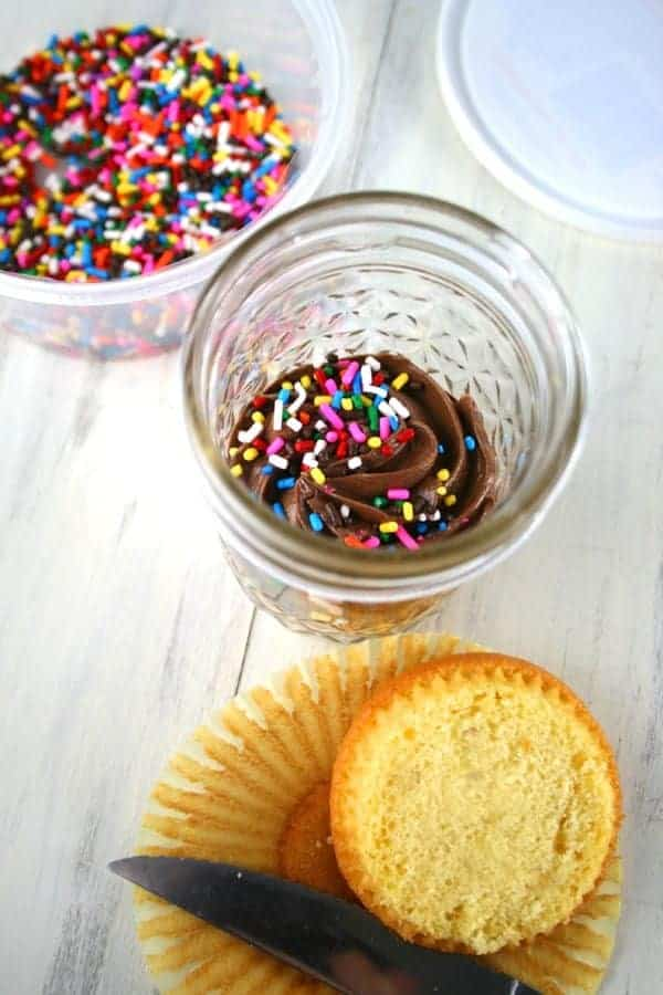 Chocolate-Frosted-Yellow-Cupcakes-in-a-Jar