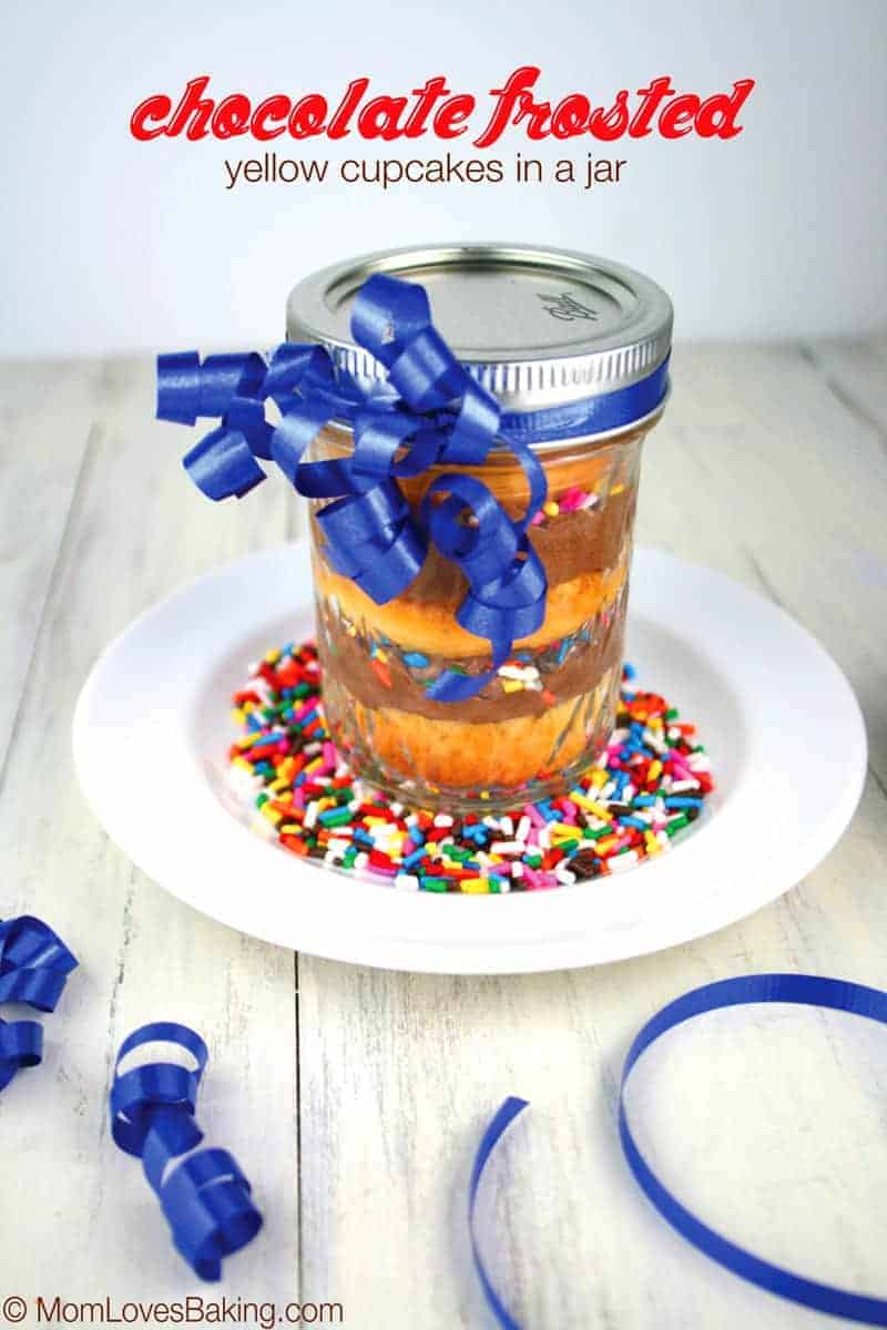Chocolate-Frosted-Yellow-Cupcakes-in-a-jar-5a