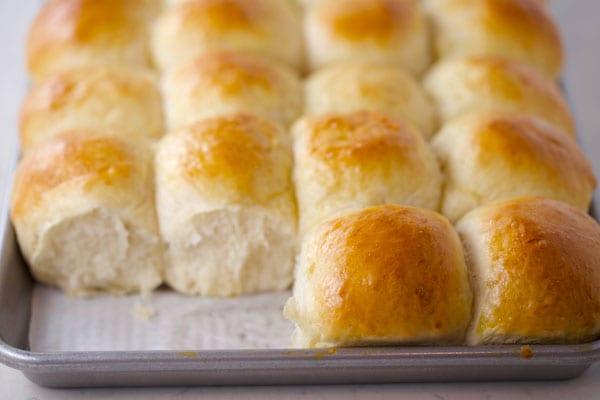 Fluffy homemade dinner rolls recipe