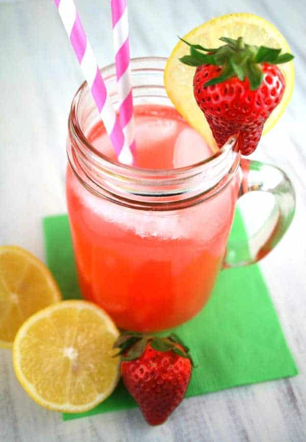 Sparkling-Pink-Pineapple-Lemonade-3