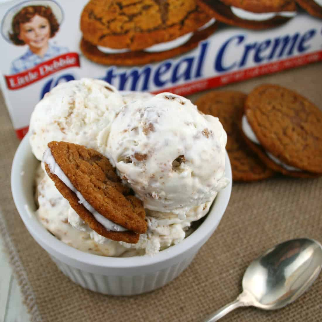 Oatmeal Creme Pie Ice Cream - Mom Loves Baking
