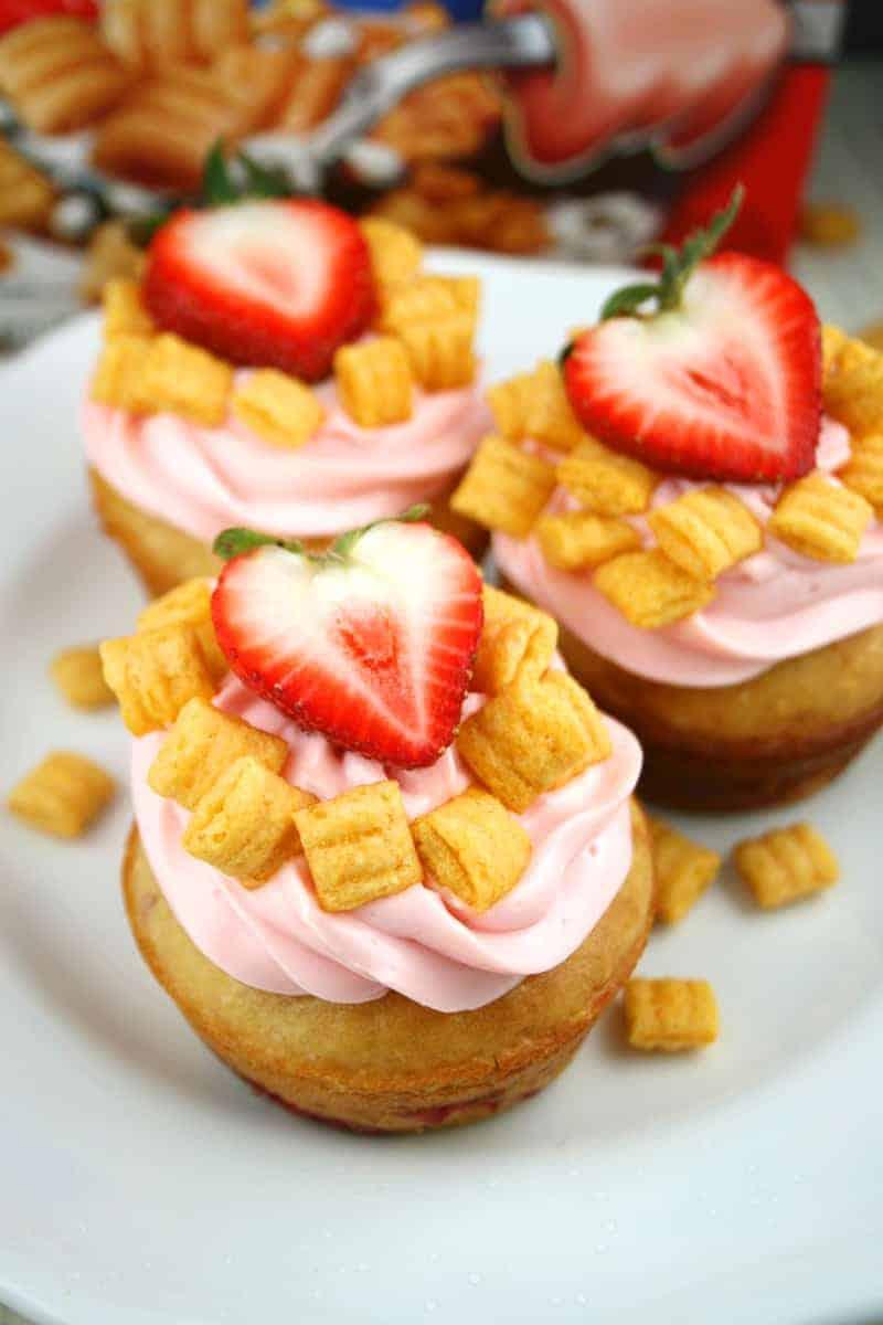 Capn-Crunch-Pancake-Muffins-3