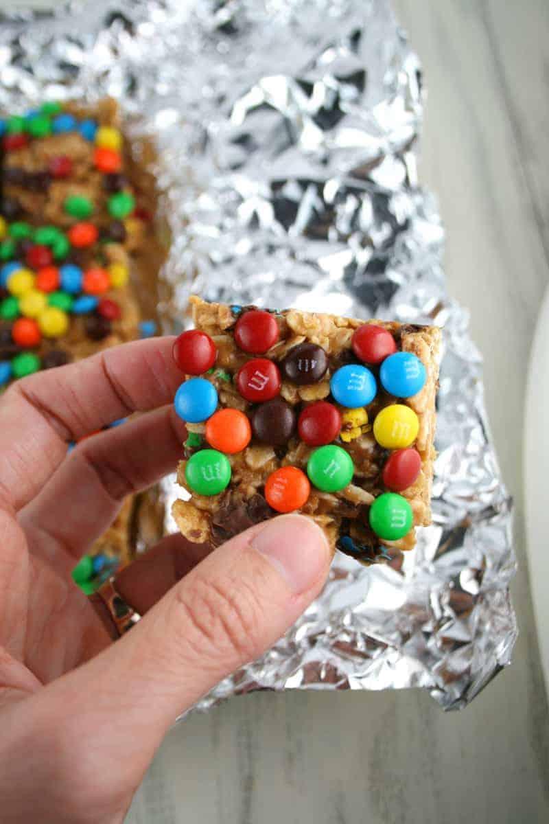 Peanut-Butter-M&M-Oat-Bars-2
