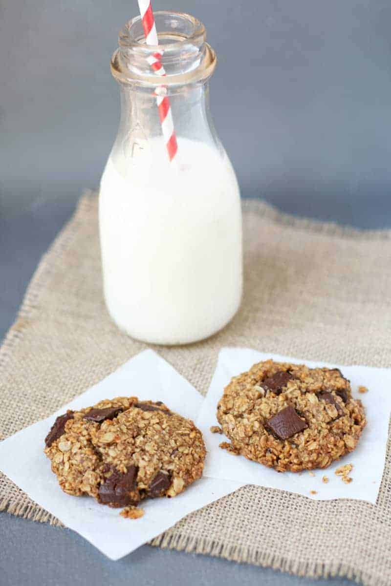 Oatmeal-Chocolate-Chunk-Breakfast-Cookies-2
