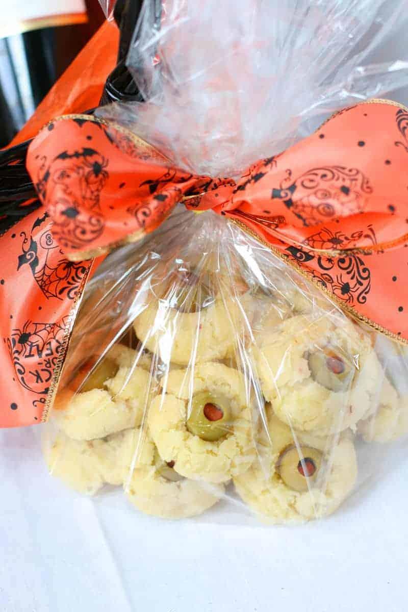 Scary-Eyeball-Cheese-cookies-4
