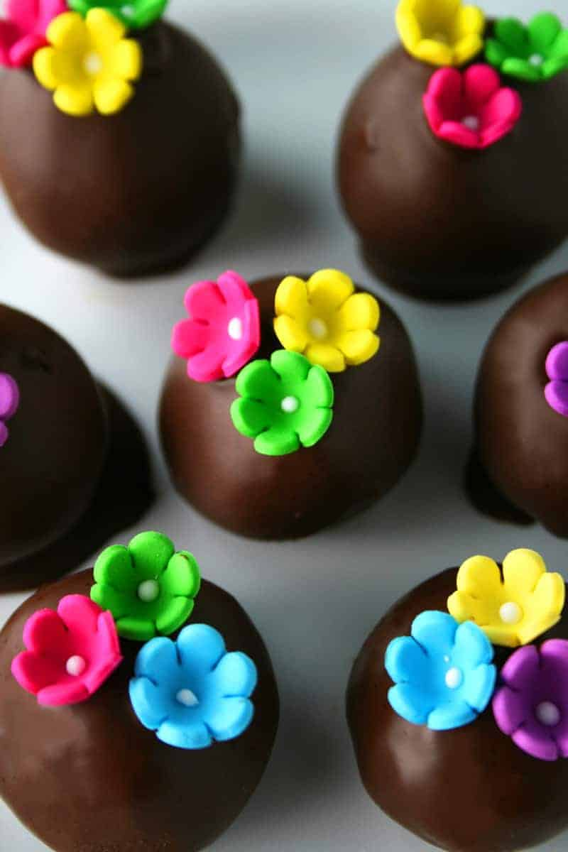 OREO Cookie Balls with Flowers