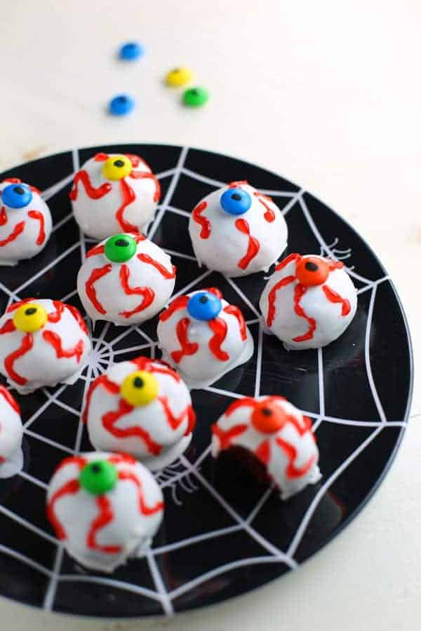 Eyeball Oreo Cookie Balls