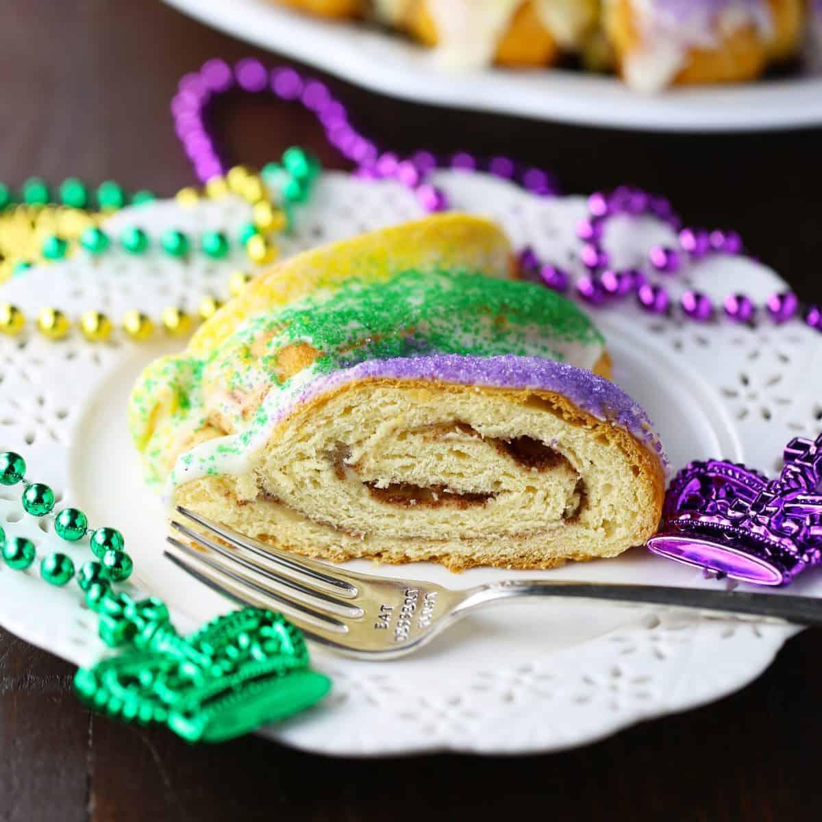 Easy King Cake - Mom Loves Baking