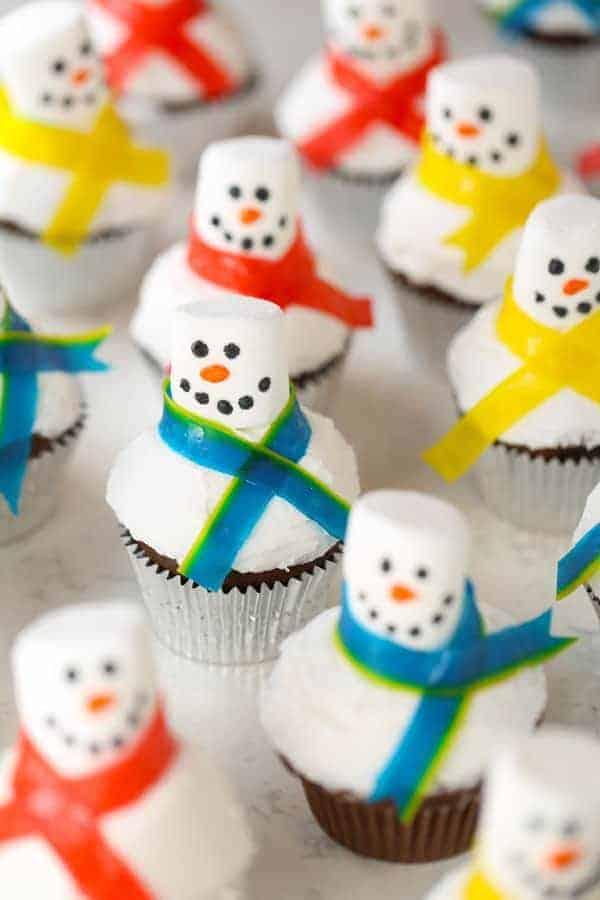 Easy Marshmallow Snowman Cupcakes