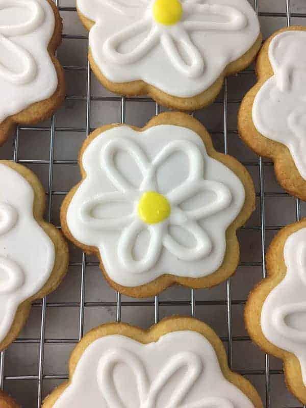 Royal Icing Daisy Sugar Cookies