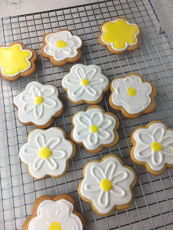 Royal Icing Daisy Sugar Cookies