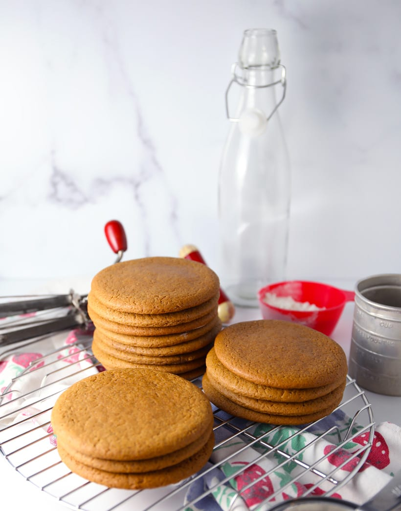 Soft chewy molasses cookies old fashioned recipe joe froggers