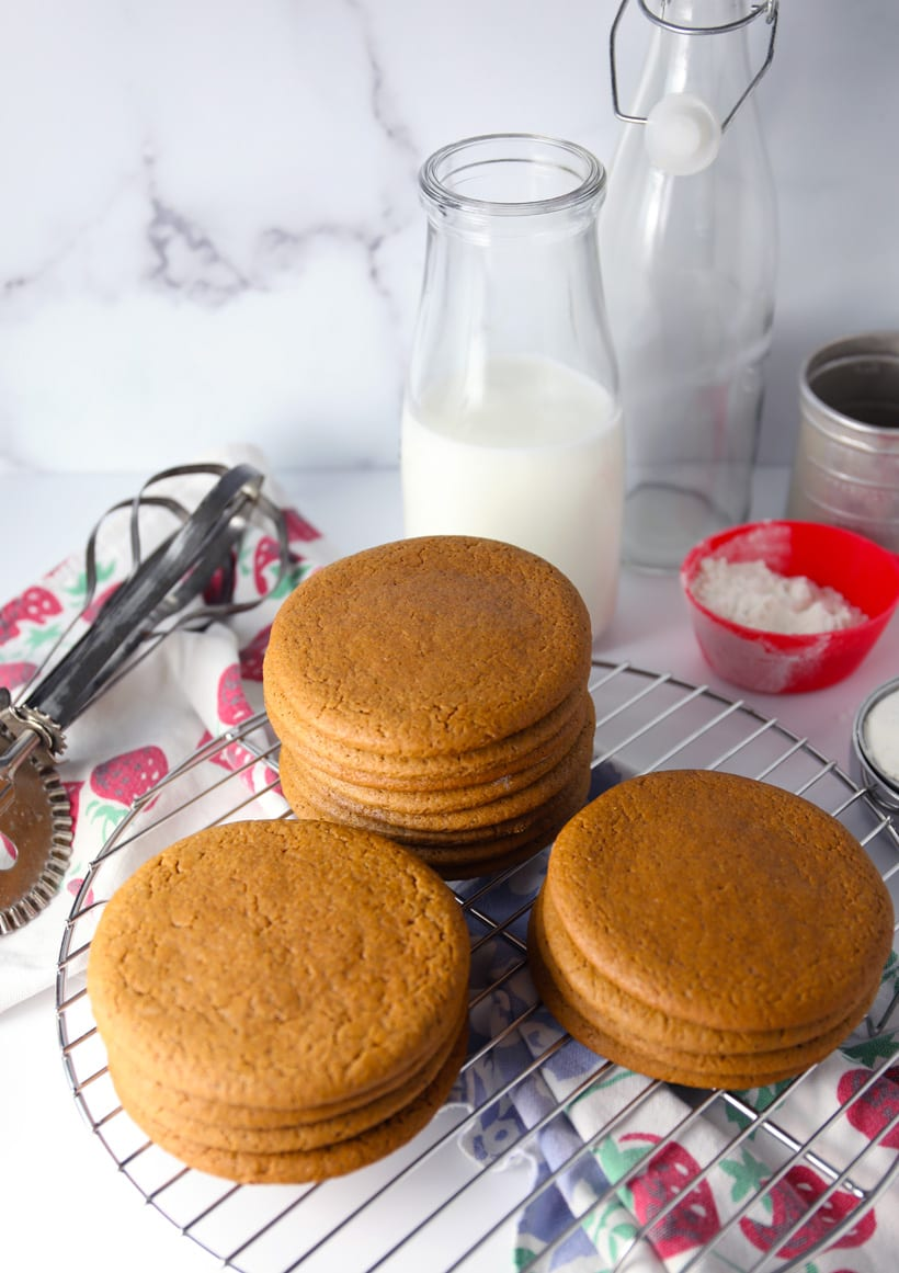 Soft chewy molasses spiced cookies recipe old fashioned